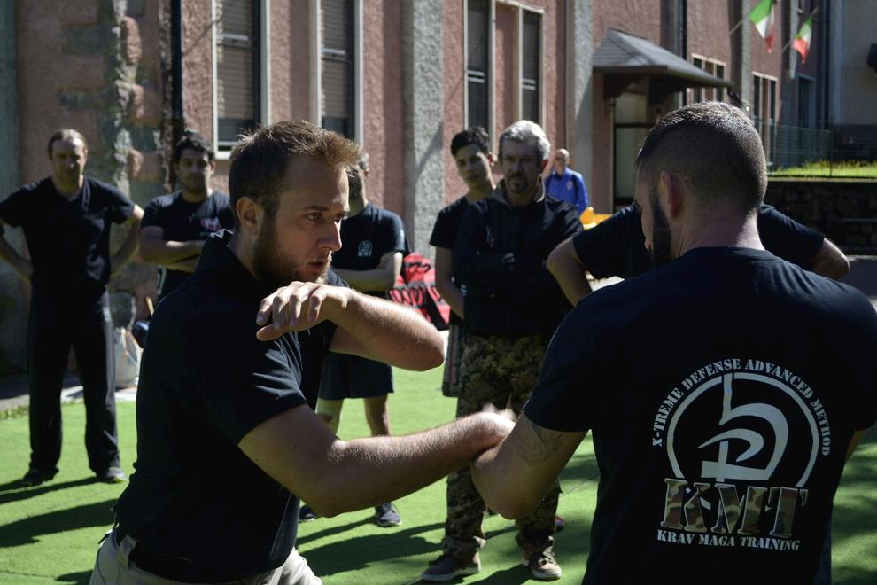hand to hand close combat fight