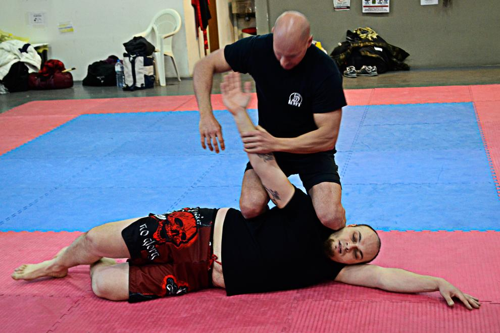 armlock on the ground for side control