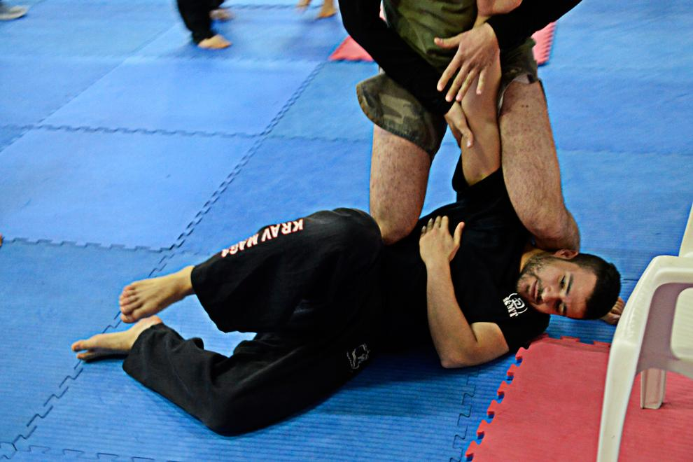 arm lock control on the ground