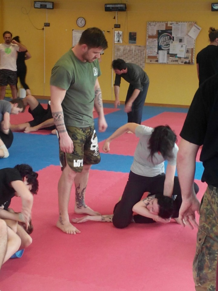 krav maga class in Parma with self defense techniques and beatings